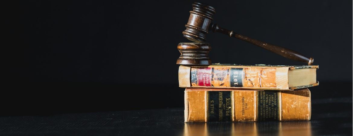 gavel-on-law-books_1169x451